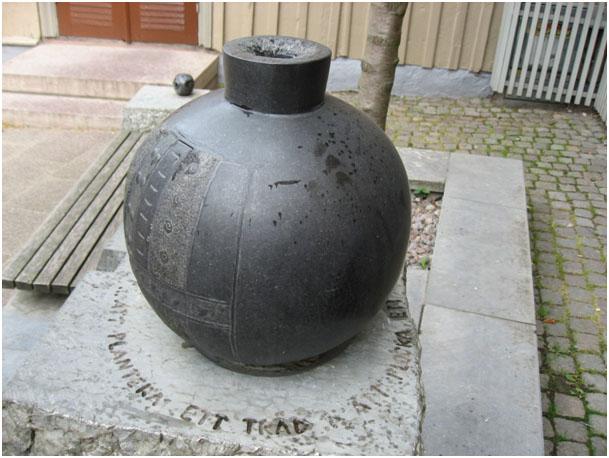 bild på skulpturen källan i Hjo